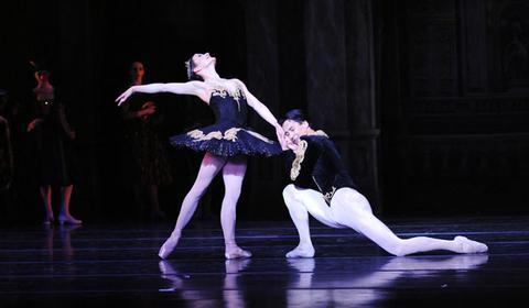 Erin Halloran and Nurlan Abougaliev in Marius Petipa's Swan Lake